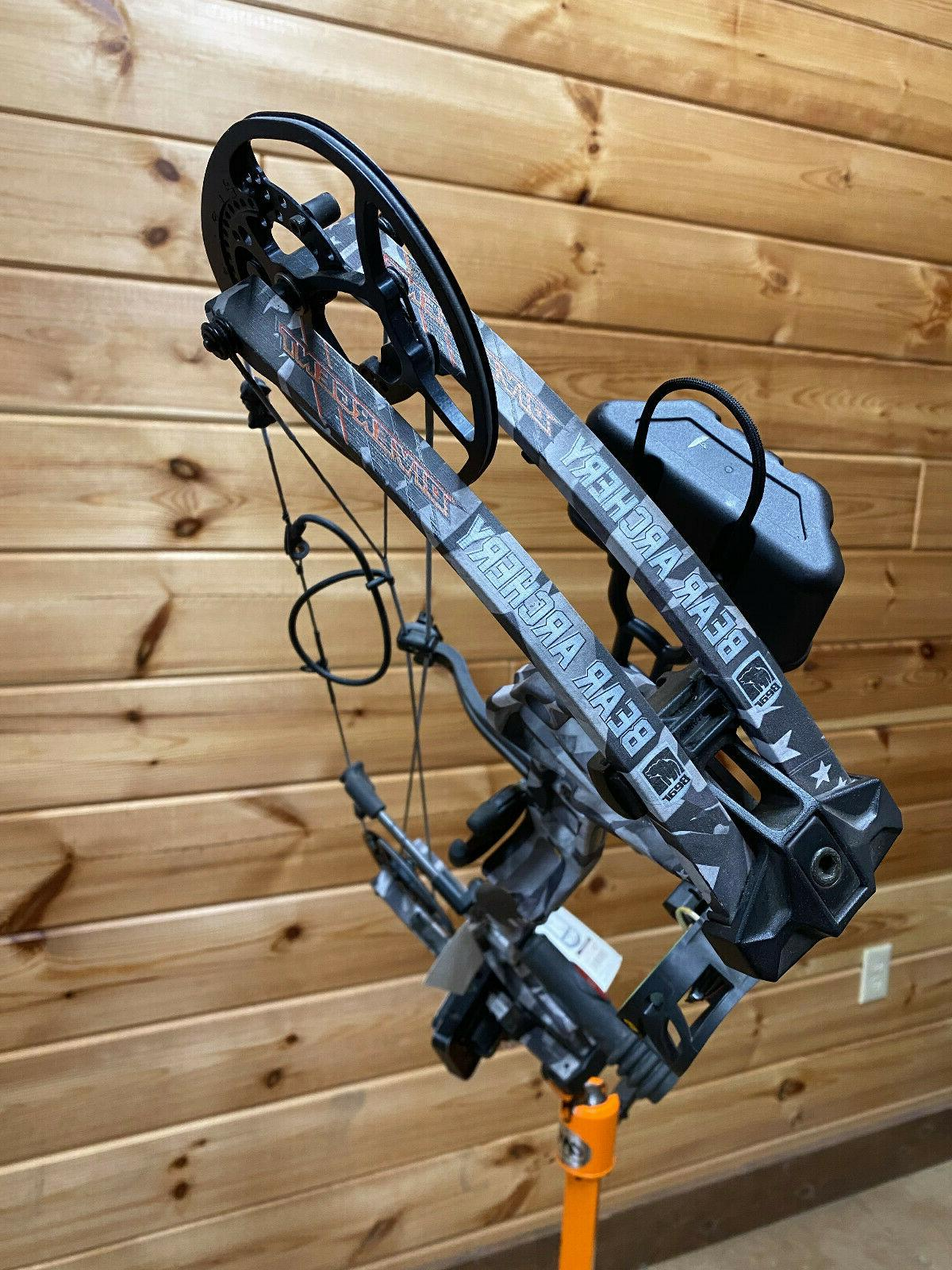 """NEW Bear Divergent 28"""" HUNTING 70# Bow Package"""