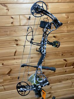 "NEW Bear Archery Divergent 28"" ATA HUNTING Bow 70# RH One Na"