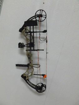 "Bear Archery Right handed Marshal. 28"", 70# full setup New"